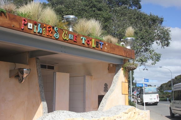 The Paihia public toilets, or - in Maori - wharepaku. Whare means house. It's anyone's guess what paku means! Take a close look at the stylish planter bowls on the building's roof.